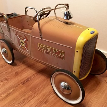 Vintage Ford fire rescue pedal car - Toys