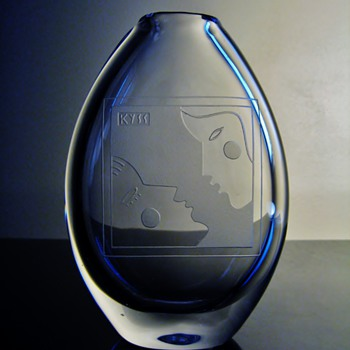 """KYSS""  ORREFORS - SWEDEN  - Art Glass"