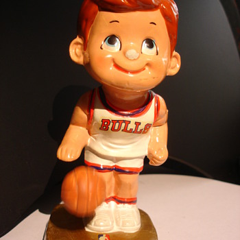 Chicago Bulls Papier Mache/Ceramic Figure with Bouncing Ball - Basketball