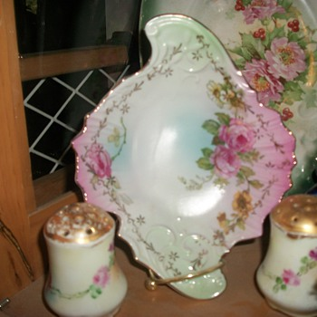 Rosy dish - China and Dinnerware