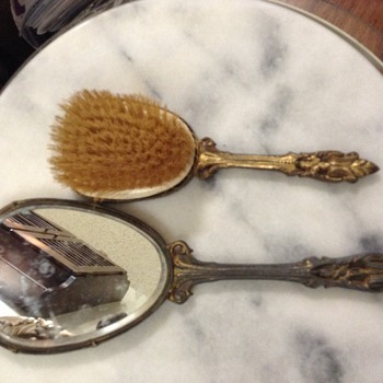 Antique vanity set - Accessories