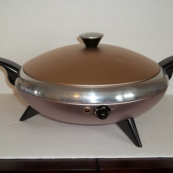 An electric frying pan shaped like a flying saucer
