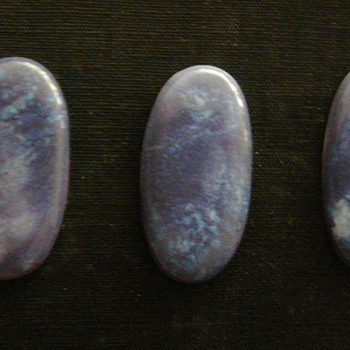 THREE RUSKIN SOUFFLÉ GLAZED 'ENAMELS'