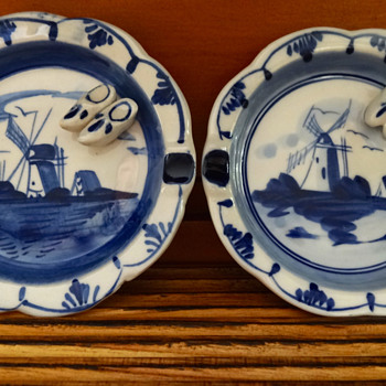 PAIR OF VINTAGE DELFT BLUE ASHTRAYS