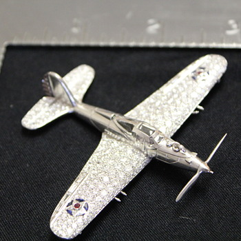 BELL AIRCRAFT P-39 AIRACOBRA HISTORICAL FIGHTER AIRPLANE PLATINUM AND DIAMOND BROOCH OR DESK MODEL - Fine Jewelry