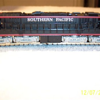 Coc-Cor/KATO N scale Gas Turbine w/tender Southern Pacific (Black Widow) - Model Trains