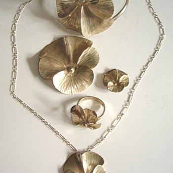 NYE  NORTH CAROLINA SILVER: PANSY PATTERN