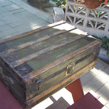 Early 1900's Trunk