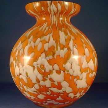 A KRALIK SPHERICAL VASE - Art Glass