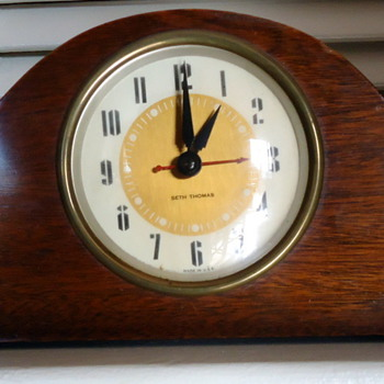 Seth Thomas miniature mantle clock  - Clocks