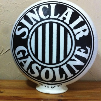 Sinclair Gasoline Globe - Petroliana