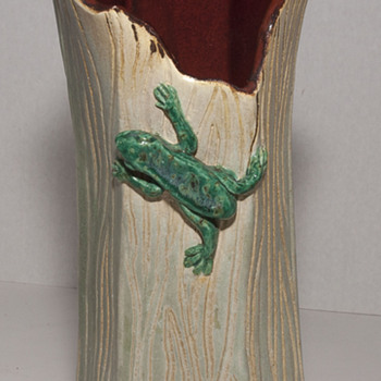 Hollow Log Studio Art Vase with Green Tree Frog by LS/AP - Art Pottery