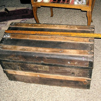 Small Antique Trunk circa 1880 - Furniture