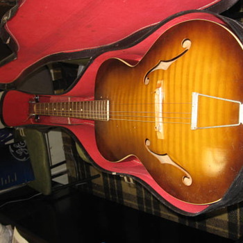 VINTAGE GUITAR - Guitars