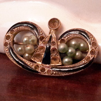 1920s Pearl and black enamel mourning brooch