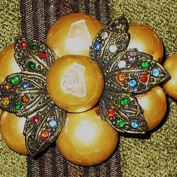Pearl and Rhinestone Brooch - Costume Jewelry