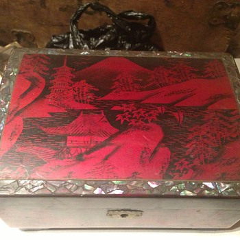 Japanese lacquered jewellery box 