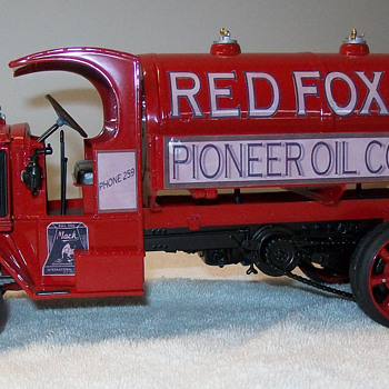 1926 Mack AC fuel tanker Revell model