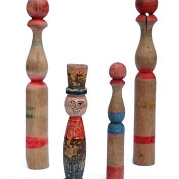 ancien jeu de quille en bois tourné polychrome, 1ère moitié du XXeme siècle