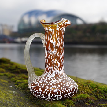 PETIT AMBER JUG WITH WHITE SPLATTER DECORATION - Art Glass