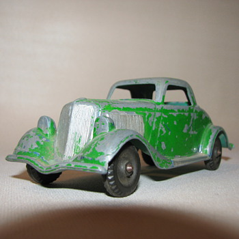 Hubley No. 404 1934 Ford Three window Coupe - Model Cars