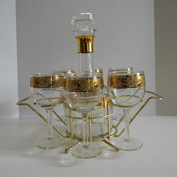 Culver Tyrol pattern wine Decanter and glasses in rack