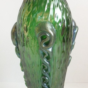 KRALIK ART NOUVEAU MARTELE WITH APPLIED RIGAREE. - Art Glass