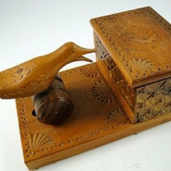 Old Wooden Cigarette Dispenser, Moving Bird - Tobacciana