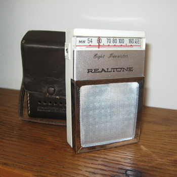 Realtone Transistor Radio Model TR-1820 from 1961 - Radios