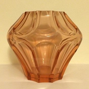 A polished bottom on a Deco vase moulded like broad facet cut - Polish, Niemen