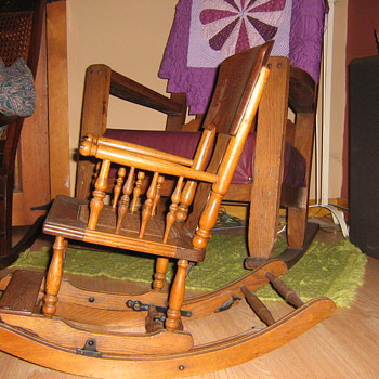Childs rocker/highchair