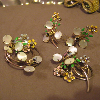 Vintage Parure Enamel, Mother of Pearl, gold tone.  no mark - Costume Jewelry
