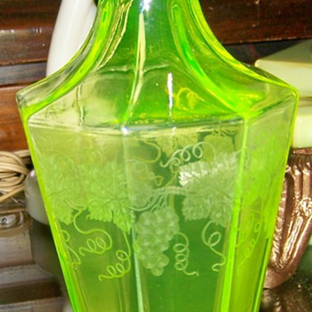 Cambridge Canary glass etched grape decanter - Art Glass