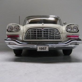 1957 Chrysler 300C Convertible Die-cast Replica - Model Cars
