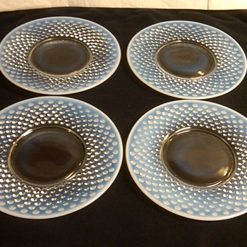 STUNNING SET OF 4 FENTON FRENCH OPALESCENT HOBNAIL PLATES [NEVER USED]