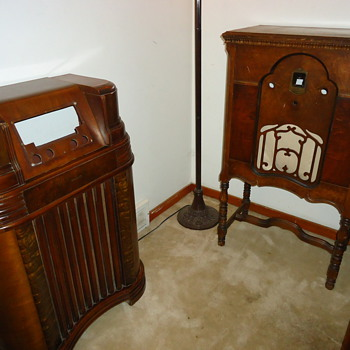 1942 Philco Radio - garbage picked by radio personality.. what to do? - Radios