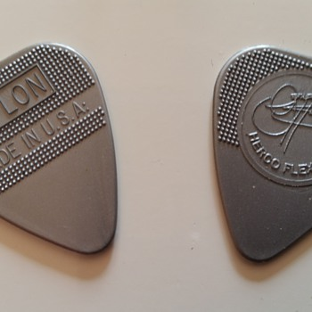 kiss gene simmons plectrums actually used in concert (europe tour)