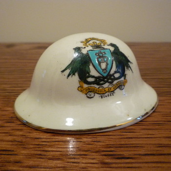 BR&CO CRESTED WARE WWI HELMET - Military and Wartime
