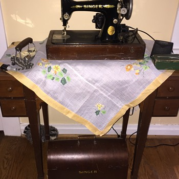 1920's Singer Sewing Machine - Sewing