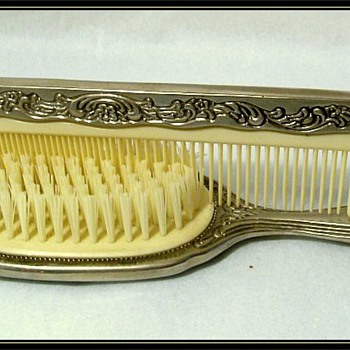 Old BRUSH and COMB Set