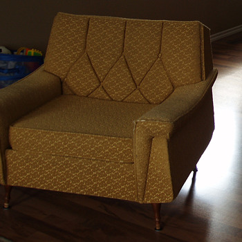 Retro Style Crest Sofa and Chair