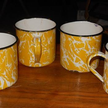 Graniteware Yellow Swirl Cups - Kitchen