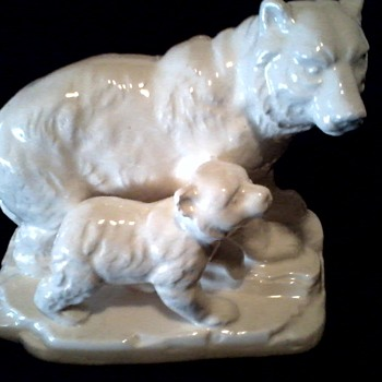 Bear and Cub Ceramic Figurine / Unknown Maker and Age - Figurines