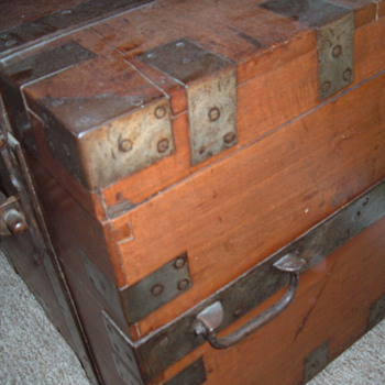Campaign Chest belonging to Colonel A.G.A. Durand - Furniture