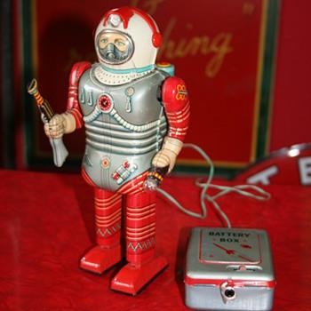 Nomura spaceman toy