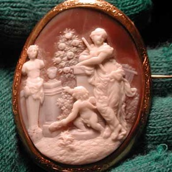 Unusual cameo of women with statue