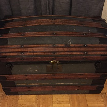HELP! Any ideas of the age, company or value of this trunk?