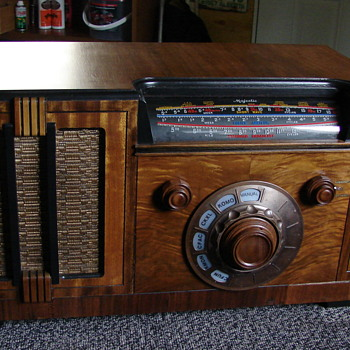 Rogers large table top radio