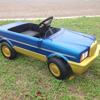 Mercedes SEL 500 plastic body pedal car