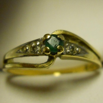 10K Gold Ring with Stones, Circa 20 Century - Costume Jewelry